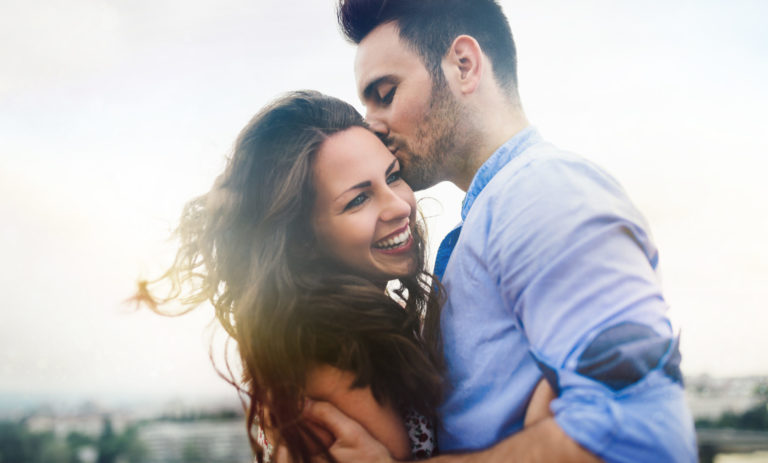Beautiful,Couple,In,Love,Dating,Outdoors,And,Smiling